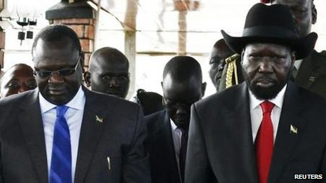 Riek Machar (left) and Salva Kiir, shown in a photo from last July. Reuters. Disponible sur http://www.bbc.com/news/world-africa-25554912