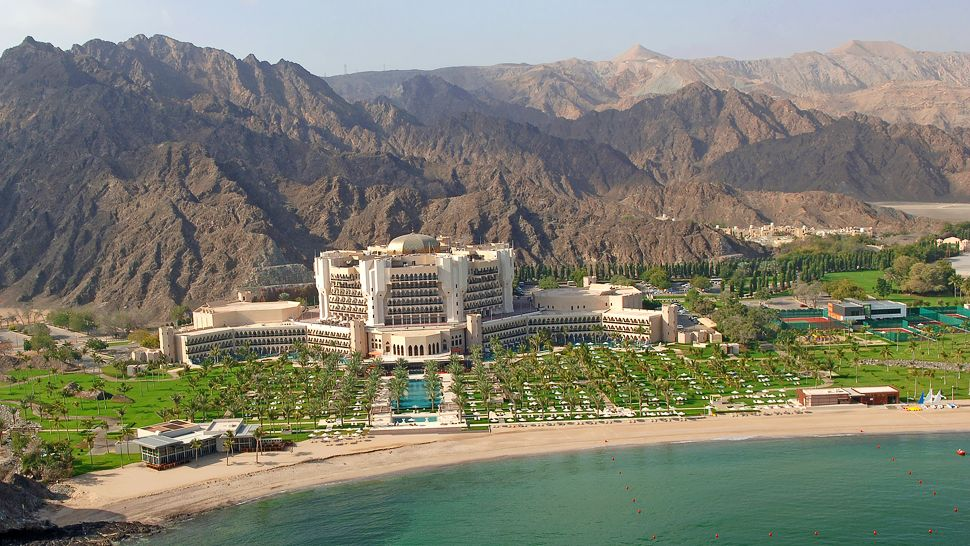 004277-02-Al-Bustan-Palace-Aerial-View-mountain-backdrops