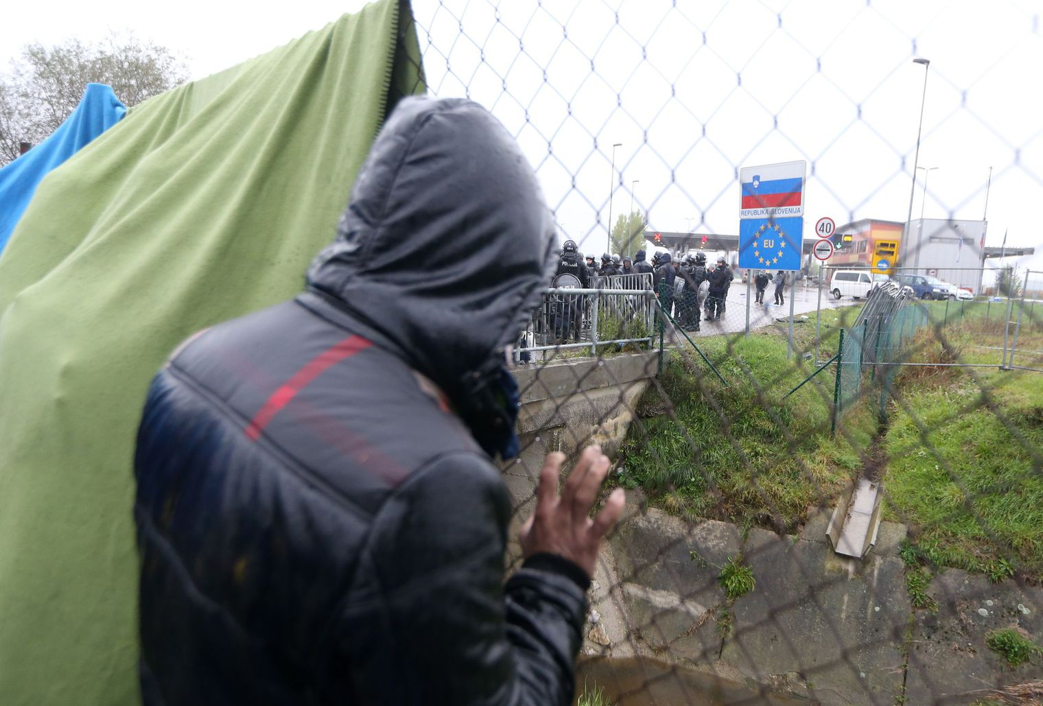 a-migrant-waits-in-no-man-s-land-to-cross-the-border-to-slovenia-from-trnovec_5454152