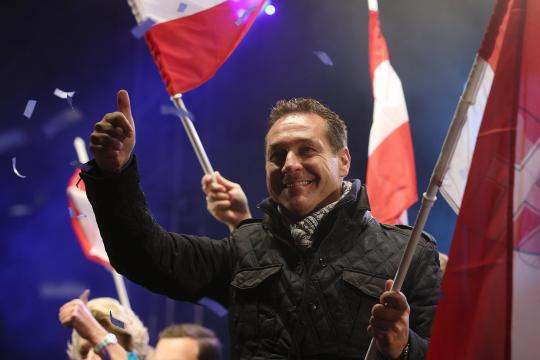 Head-of-the-FPOe-Strache-waves-to-the-audience-after-his-party-s-final-election
